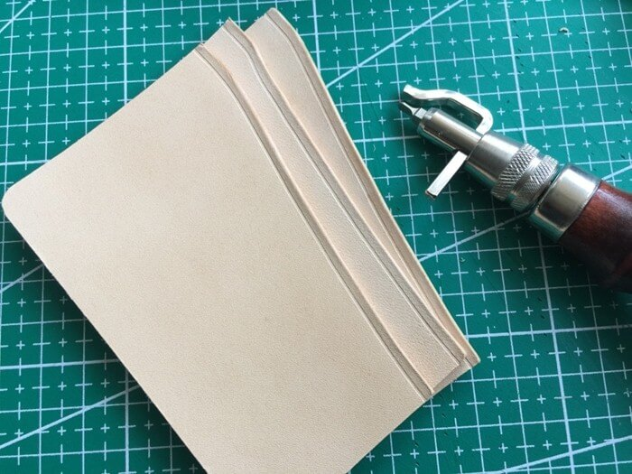 make a leather card holder (12)
