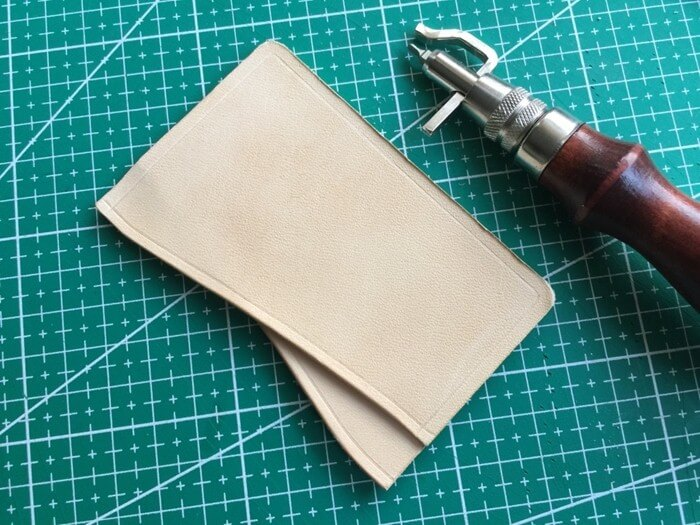 make a leather card holder (18)