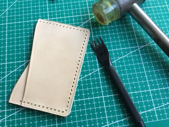 make a leather card holder (19)