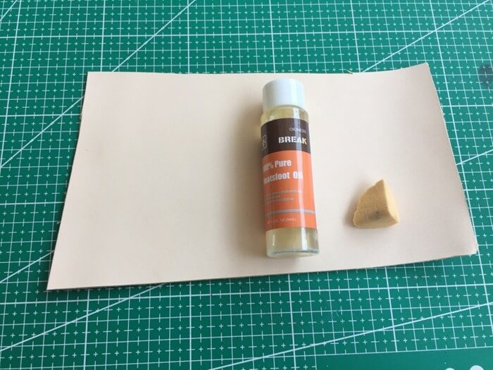 make a leather card holder (2)