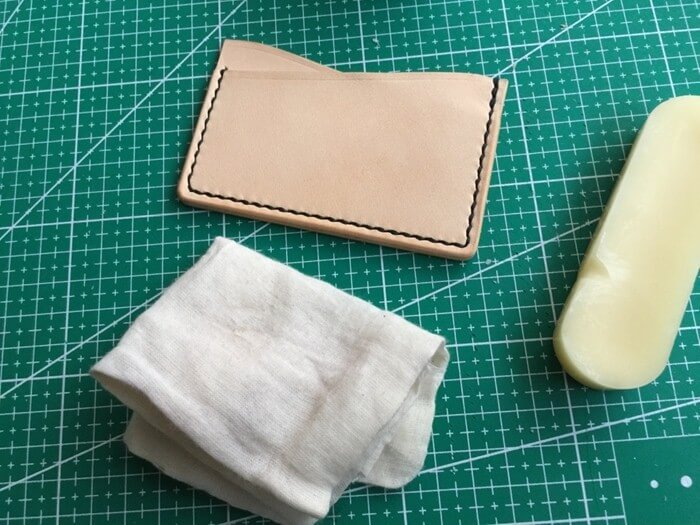 make a leather card holder (28)
