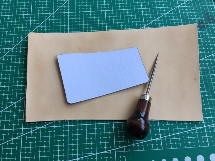 make a leather card holder (5)