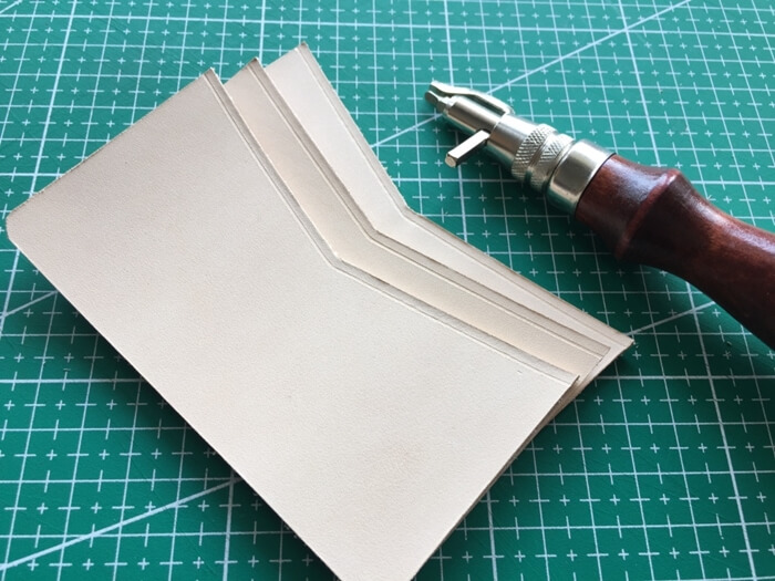 make a leather card wallet (11)