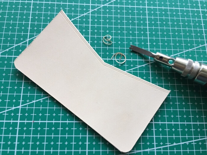 make a leather card wallet (13)