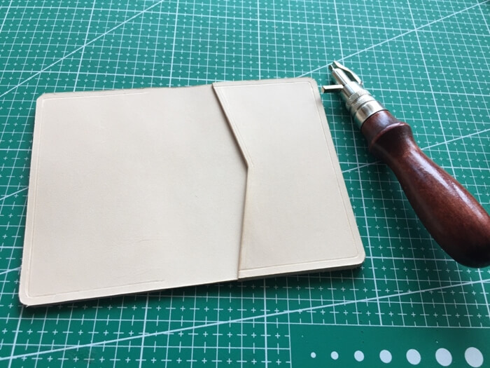 make a leather card wallet (33)