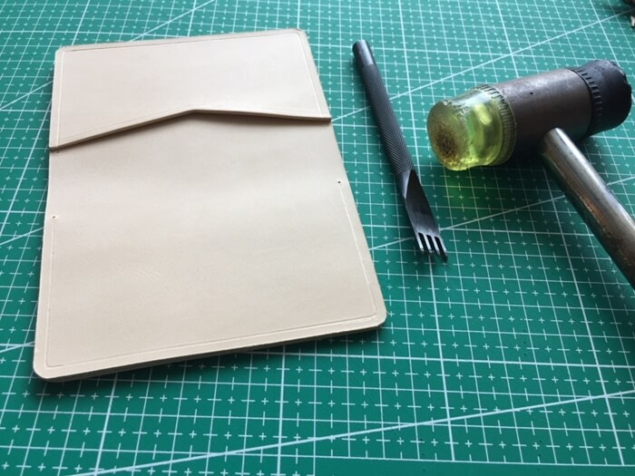 make a leather card wallet (35)